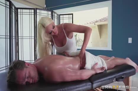 Скриншот для Миленькая девушка не против секса на массаже #3698 #1