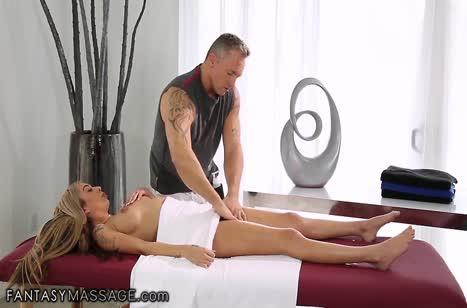 Миленькая девушка не против секса на массаже #3699