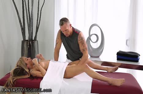 Скриншот для Миленькая девушка не против секса на массаже #3699 #4