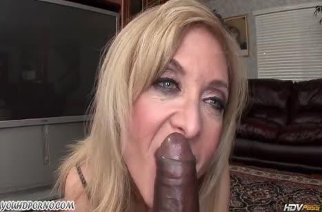 Сочная порнуха со зрелыми нимфоманками #2445